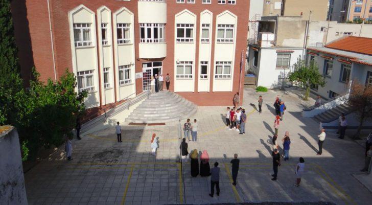 gumulcine medresesinde ogrenciler tayinli muftu naibini okula sokmadi 6 728x401