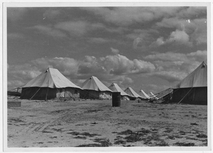 filistinde yunanlilarin yasadigi nuseyrat multeci kampi 1945 728x522